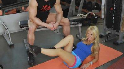Упражнения для девушек. Тренировка пресса
