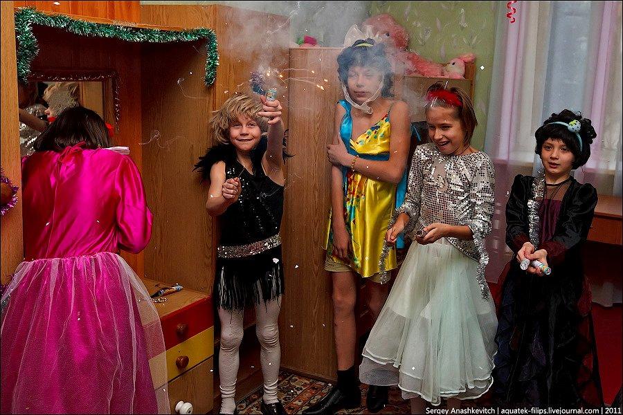 Сценки для девочек на новый год