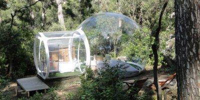 Attrap reves — французский отель из надувных прозрачных капсул