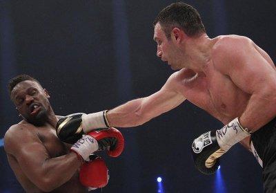 Виталий Кличко отстоял титул чемпиона мира