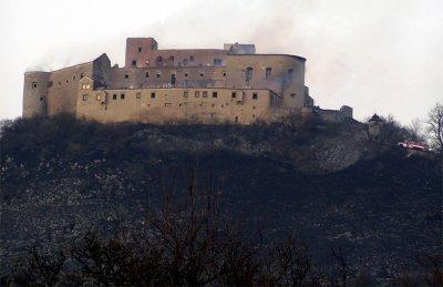 Средневековый замок в Словакии сильно пострадал по вине малолетних курильщиков