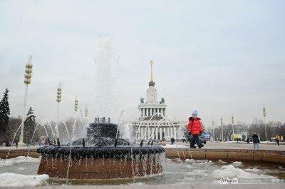 В День космонавтики на ВВЦ запустили фонтаны