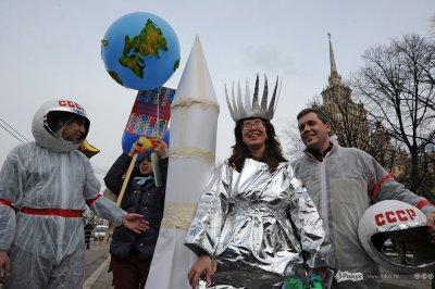 В честь Дня космонавтики устроили шествие по Москве