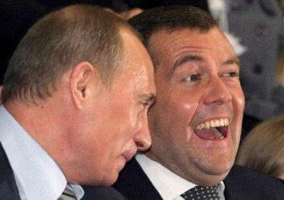 Медведеву одновременно предложили возглавить Единую Россию и Правое дело