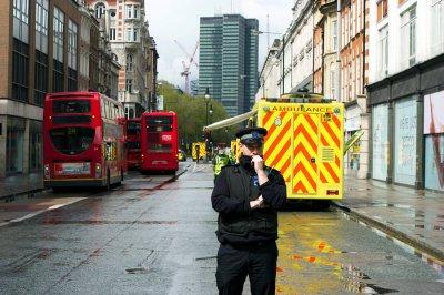 В центре Лондона неизвестный захватил заложников и угрожает взрывом
