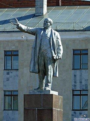 Продаётся памятник Ленину. Недорого