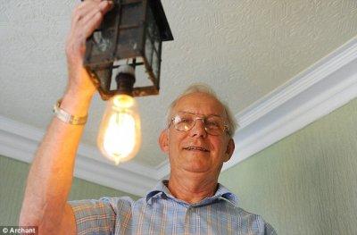 Лампочка, которая светит 100 лет