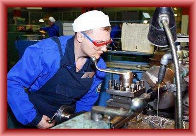 Медведев: нужно повышать престиж рабочих профессий