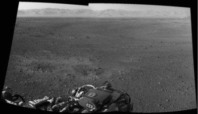 Марсоход Curiosity поднимает голову и делает первые 3D-снимки поверхности Марса