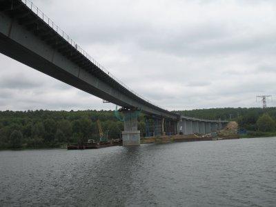 Завершена основная работа по сооружению конструкции моста через реку Сура