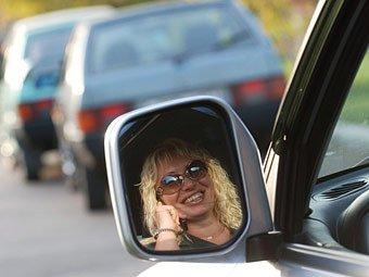 Штраф за разговоры по мобильному за рулем увеличат в десять раз