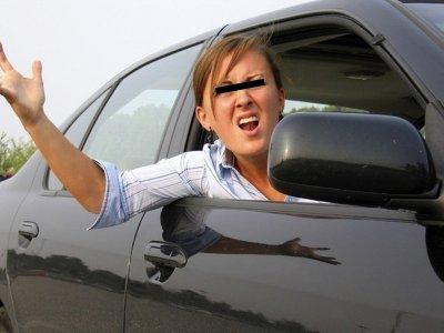 Чебоксарка, защищая пьяного мужа за рулем, избила гаишника