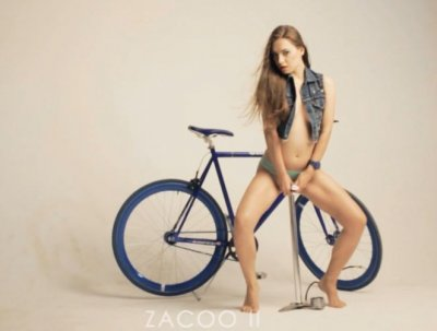 Красивая реклама аксессуаров для велосипеда