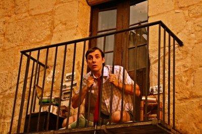 Пьяный чебоксарец уронил с балкона 3-х летнего сына