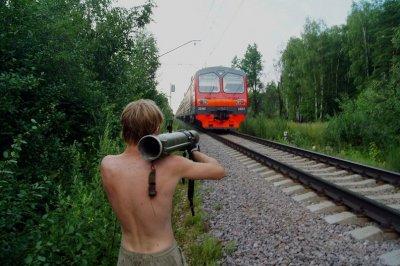 В Канаше хулиганы обстреляли пассажирский поезд