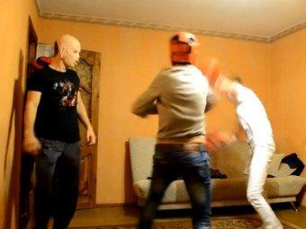 В Краснодаре пойманных педофилов заставили драться друг с другом
