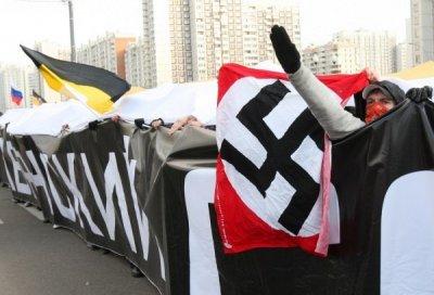 """""""Русский марш"""" в Москве: задержания за нацистскую символику, лица под масками и дымовые шашки"""