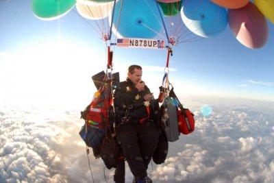Американец собрался перелететь океан на воздушных шарах