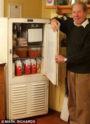 Действующий холодильник, которому скоро 100 лет