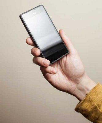 YotaPhone — российский смартфон c двумя экранами