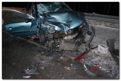Непристёгнутый ремень безопасности стоил жизни водителю 'пежо', вылетевшего на встречку на трассе М7.