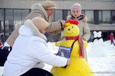 Москвичи померялись снеговиками. Фоторепортаж