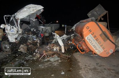 В Чувашии бензовоз лоб в лоб врезался в эвакуатор, погибли два человека