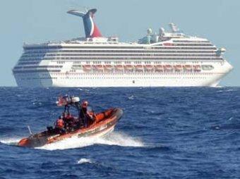 На терпящем бедствие круизном лайнере Triumph пассажиры дерутся из-за еды