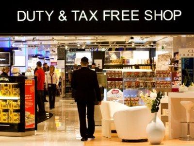 Депутаты намерены запретить проносить в самолеты купленный в Duty Free алкоголь