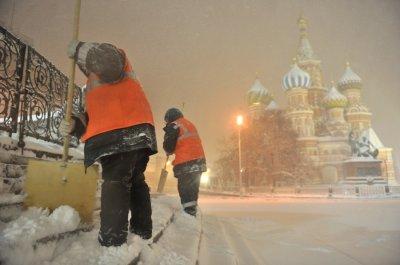 Москве не хватает дворников из-за отзыва квот на мигрантов