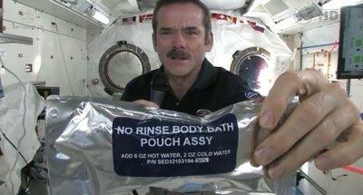 Как в космосе моют руки?