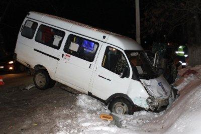 В Канаше пьяные подростки угнали «ГАЗель» и въехали в сугроб