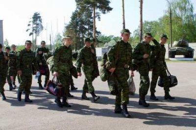 Студентов, обучающихся на военных кафедрах, предлагают отправлять в армию во время летних каникул