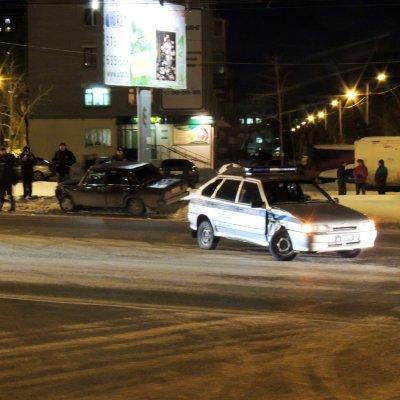 В Чебоксарах «пятерка» с цыганами протаранила машину полиции