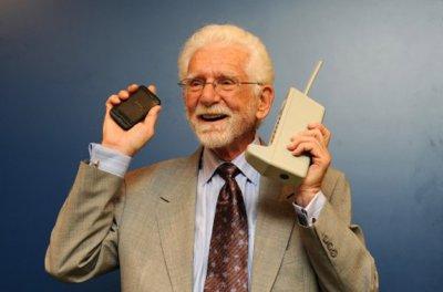 Первому звонку по сотовому телефону исполнилось 40 лет