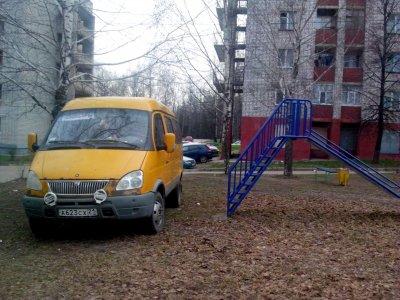 За парковку на газоне нарушители заплатят реальный штраф