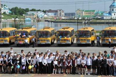 Парк школьных автобусов в Чувашии пополнили 22 новых автобуса