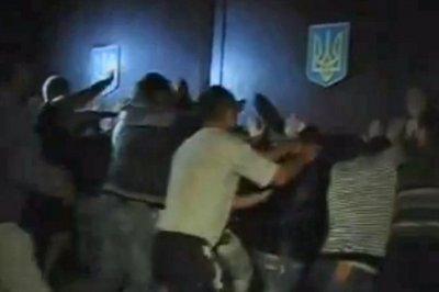На Украине штурмовали РОВД из-за обвиненных в изнасиловании милиционеров