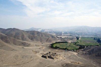 В Перу строители бульдозерами снесли древнейшую пирамиду майа
