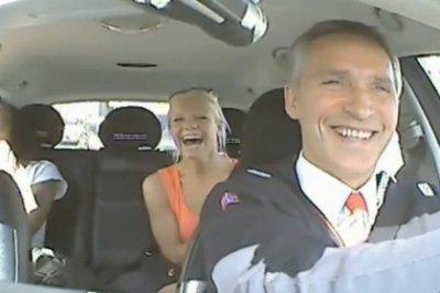 Премьер-министр Норвегии прикинулся водителем такси