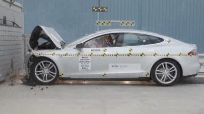 Электромобиль Tesla S сломал оборудование для проведения краш-тестов