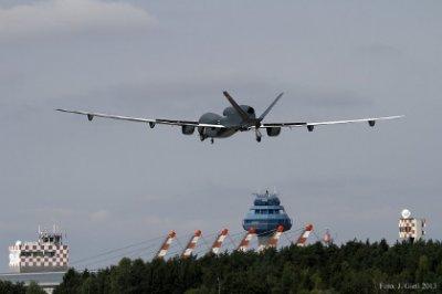 Беспилотник Euro Hawk установил рекорд продолжительности полета