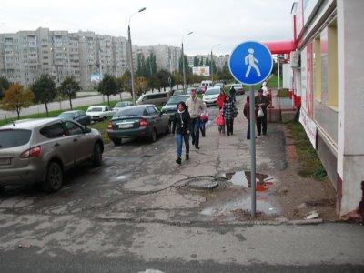 Почему водители не замечают знаков 'Пешеходная дорожка'?