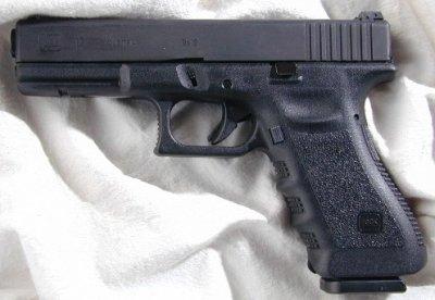 Рогозин поручил разобраться с закупкой «золотых пистолетов» Glock