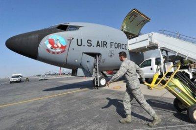 США приступили к закрытию авиабазы в Киргизии