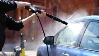 За мытье машины во дворах налагается штраф