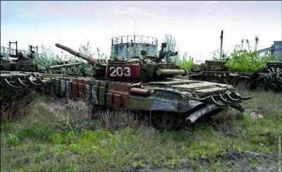 Заброшенный ремонтный завод танков в Харькове (30 фотографии)