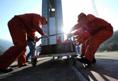 Китайцы запустили в космос свой первый луноход