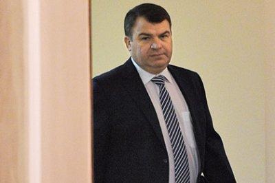 Сердюкову предъявили обвинение в халатности