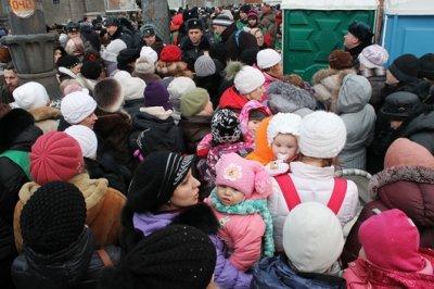 Поклонения Дарам Волхвов: Многотысячная очередь на входе в Новодевичий монастырь